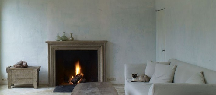 20 Inspirations d'intérieurs rustiques 20 Inspirations d'intérieurs rustiques rustic interior large wooden slab table fireplace simple 710x315