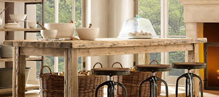 20 Inspirations d'intérieurs rustiques 20 Inspirations d'intérieurs rustiques rustic interior restoration hardware salvaged wood kitchen island 710x315