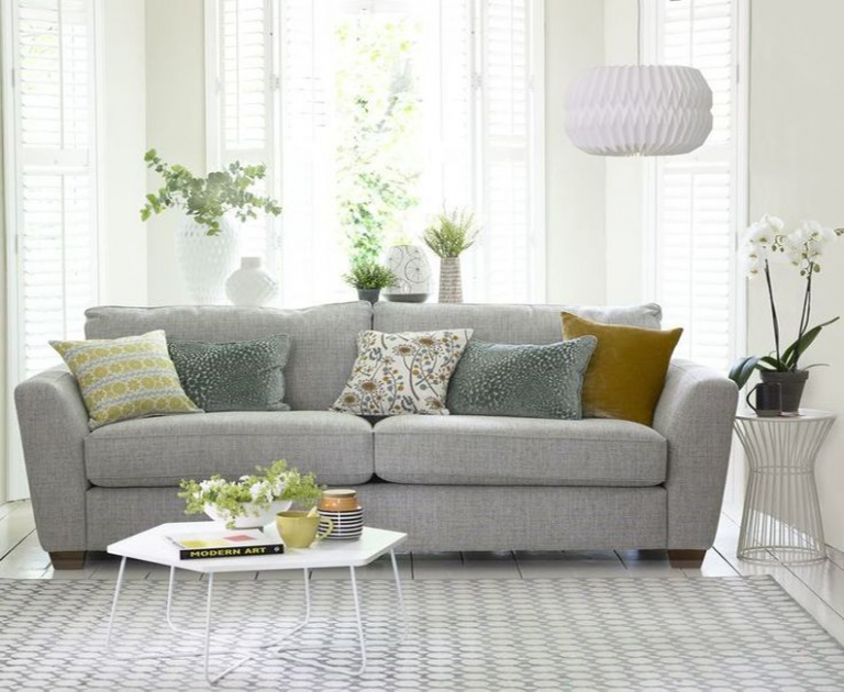 conseils de design 7 conseils de design d'intérieur pour un élégant salon 7 Must Do Interior Design Tips For Chic Small Living Rooms 768x630