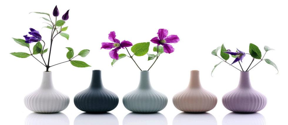 PRINTEMPS APPORTEZ LE PRINTEMPS DANS VOTRE SALON Un salon vert et fleuri pour une d  co de printemps vases porcelaine ALiCE onions boutique MLC
