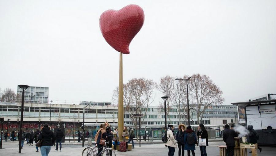 Un Coeur Rouge Géant De l'Artiste Joana Vasconcelos Illuminera Saint Ouen jv2 okokokokokokokoklll