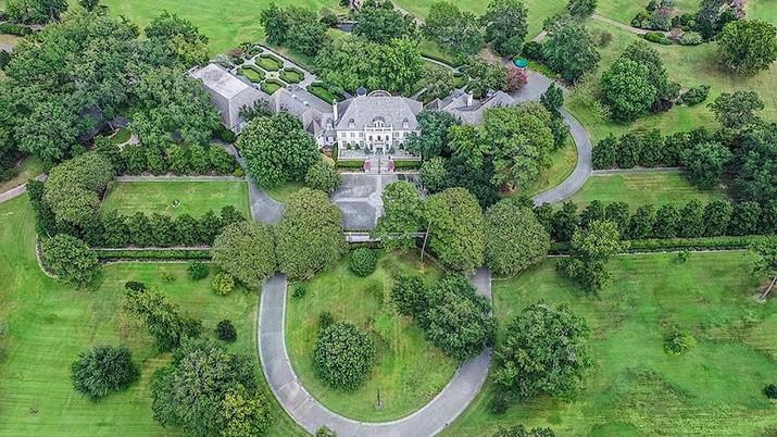 Entrez dans le Château à la Française de Cluckingham Palace Entrez dans le Ch  teau    la Fran  aise de Cluckingham Palace 10