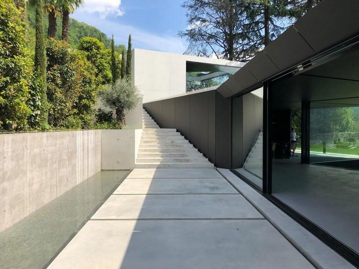 Admirez une Maison Suisse avec des Morceaux DE Vincent Van Duysen et Gio Ponti Admirez une Maison Suisse avec des Morceaux DE Vincent Van Duysen et Gio Ponti 1